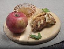 Θέμα της Apple Ώριμο μήλο, μαρμελάδα, πίτες με τη μαρμελάδα Στοκ φωτογραφία με δικαίωμα ελεύθερης χρήσης