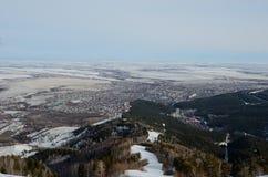 Θέρετρο Belokurikha πανοράματος και η περιβάλλουσα περιοχή Στοκ Εικόνες