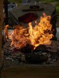 Θέρμανση του κομματιού προς κατεργασία μετάλλων στο φούρνο Στοκ φωτογραφίες με δικαίωμα ελεύθερης χρήσης