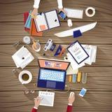 Θέση εργασίας της δημιουργικής ομάδας στο επίπεδο σχέδιο Στοκ εικόνα με δικαίωμα ελεύθερης χρήσης