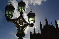 Θέση κτηρίου και λαμπτήρων στη σκιά στοκ φωτογραφία με δικαίωμα ελεύθερης χρήσης
