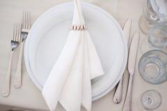 Θέση που θέτει με το μαχαίρι και το δίκρανο πιάτων Στοκ φωτογραφία με δικαίωμα ελεύθερης χρήσης