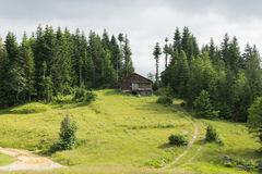 Θέση στο υπόλοιπο στο βουνό Στοκ Εικόνες