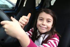 Θέση του οδηγού: Firstlesson για το νέο λευκό κορίτσι Στοκ Εικόνες
