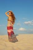 θέτοντας γυναίκα άμμου Στοκ Φωτογραφία