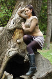 θέτοντας γυναίκα δέντρων Στοκ φωτογραφία με δικαίωμα ελεύθερης χρήσης