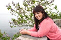 θέτοντας γυναίκα θάλασσ&al Στοκ Εικόνες
