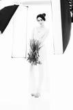 θέτοντας γυναίκα στούντι&om Στοκ φωτογραφία με δικαίωμα ελεύθερης χρήσης