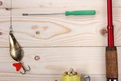 Θέλγητρο, ράβδος και εξέλικτρο αλιείας Στοκ φωτογραφία με δικαίωμα ελεύθερης χρήσης