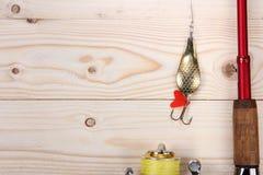 Θέλγητρο, ράβδος και εξέλικτρο αλιείας Στοκ φωτογραφίες με δικαίωμα ελεύθερης χρήσης