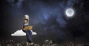 Θέλει να γίνει αστροναύτης Μικτά μέσα Στοκ εικόνες με δικαίωμα ελεύθερης χρήσης