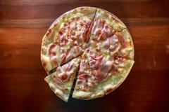 Θέλετε ένα κομμάτι της πίτσας; Στοκ εικόνες με δικαίωμα ελεύθερης χρήσης