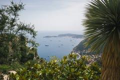 """Θαλάσσιος λιμένας που βλέπει από τον εξωτικό κήπο Eze, Γαλλία, γαλλικό Riviera, υπόστεγο δ """"Azur στοκ εικόνα"""
