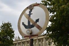 θαλάσσιο σημάδι που απαγορεύει την πρόσδεση των σκαφών στοκ φωτογραφίες με δικαίωμα ελεύθερης χρήσης