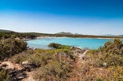ΘΑΛΑΣΣΑ cala Sabina στο νησί της Σαρδηνίας Στοκ εικόνα με δικαίωμα ελεύθερης χρήσης