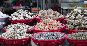 Θαλασσινά στη βιετναμέζικη αγορά απόθεμα βίντεο