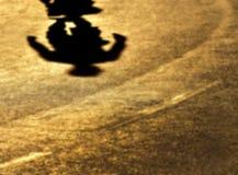 Θαμπάδα-σκιές μόνο σε έναν περίπατο Στοκ Φωτογραφία