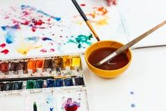 Θαμπάδες Watercolors σε ένα σημειωματάριο στοκ εικόνες με δικαίωμα ελεύθερης χρήσης