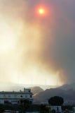 θαμπός ήλιος της Ισπανίας καπνού πυρκαγιάς δασικός λάμποντας Στοκ εικόνες με δικαίωμα ελεύθερης χρήσης
