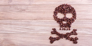Θανατώσεις, κρανίο και crossbones σύμβολο καφέ Στοκ Εικόνες
