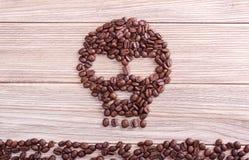 Θανατώσεις, κρανίο και crossbones σύμβολο καφέ Στοκ φωτογραφία με δικαίωμα ελεύθερης χρήσης