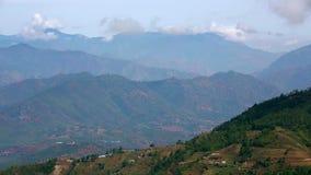 Θαυμάσια άποψη ορεινών χωριών των Ιμαλαίων φιλμ μικρού μήκους