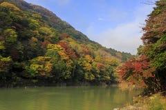 Θαυμάσια άποψη, χρώμα πτώσης σε Arashiyama, Ιαπωνία το φθινόπωρο Στοκ εικόνες με δικαίωμα ελεύθερης χρήσης