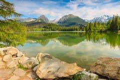 Θαυμάσια λίμνη βουνών στο υψηλό Tatras, Strbske Pleso, Σλοβακία, Ευρώπη Στοκ εικόνες με δικαίωμα ελεύθερης χρήσης