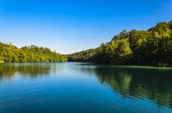 Θαυμάσια αντανάκλαση δέντρων ` s στο πάρκο λιμνών Plitvicka Στοκ εικόνες με δικαίωμα ελεύθερης χρήσης