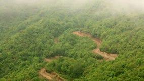 Θαυμάσια θέα βουνού των Ιμαλαίων μια ομιχλώδη ημέρα απόθεμα βίντεο