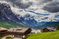 Θαυμάσια πόλη Cortina Di Ampezzo, δολομίτες, Ιταλία βουνών Στοκ Εικόνα