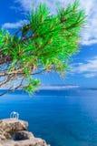 Θαυμάσια ρομαντική θάλασσα ακτών τοπίων θερινού απογεύματος Gre Στοκ Φωτογραφία