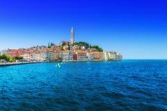 Θαυμάσια ρομαντική παλαιά πόλη στην αδριατική θάλασσα Βάρκες και γιοτ μέσα Στοκ φωτογραφίες με δικαίωμα ελεύθερης χρήσης