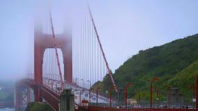 Θαυμάσια χρυσή γέφυρα πυλών στην υδρονέφωση - ΣΑΝ ΦΡΑΝΣΊΣΚΟ/ΚΑΛΙΦΟΡΝΙΑ - 18 Απριλίου 2017 απόθεμα βίντεο