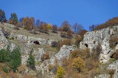 Θαυμάσιοι βράχοι Lakatnik στο πλήρες ύψος, defile ποταμών Iskar, επαρχία της Sofia Στοκ εικόνα με δικαίωμα ελεύθερης χρήσης