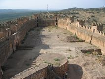 Θαυμάσιοι τοίχοι κάστρων στο Λα Encina, Ισπανία Baños de στοκ εικόνες