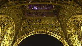 Θαυμάσιος πύργος του Άιφελ στη νύχτα Παρίσι, όμορφη εικονική παράσταση πόλης, αρχιτεκτονική απόθεμα βίντεο