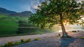 Θαυμάσιο ηλιοβασίλεμα στη λίμνη στη λίμνη περιοχής στην Αγγλία Στοκ εικόνες με δικαίωμα ελεύθερης χρήσης