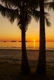 Θαυμάσιο ηλιοβασίλεμα στο τροπικό νησί Στοκ εικόνα με δικαίωμα ελεύθερης χρήσης