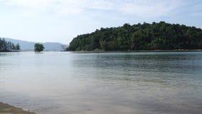 Θαυμάσιο κύμα άμμου θάλασσας παραλιών στην ακτή του κόλπου θάλασσας της θάλασσας Andaman στο Phuket, Τ φιλμ μικρού μήκους