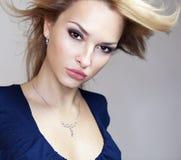 Θαυμάσιο πορτρέτο μιας όμορφης νέας γυναίκας στοκ φωτογραφία με δικαίωμα ελεύθερης χρήσης