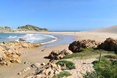 Θαυμάσιο τοπίο στο ίχνος πεζοπορίας στην επιφύλαξη φύσης Robberg στον κόλπο Plettenberg, Νότια Αφρική Στοκ εικόνα με δικαίωμα ελεύθερης χρήσης