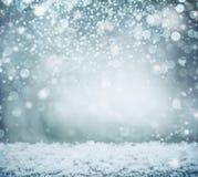 Θαυμάσιο χειμερινό υπόβαθρο με το χιόνι και bokeh οι διακοπές αγοριών βάζουν το χειμώνα χιονιού στοκ εικόνες