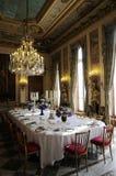 Θαυμάσιο dinning δωμάτιο με τη διακόσμηση πολυτέλειας Στοκ Εικόνες