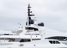Θαλάσσιοι δορυφορικοί θόλοι, ναυσιπλοΐα ΠΣΤ και εξοπλισμός ραντάρ Στοκ Εικόνες
