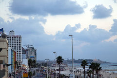 Θαλάσσιος περίπατος & παραλία του Τελ Αβίβ στο σούρουπο Στοκ Εικόνα