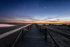 Θαλάσσιος περίπατος που πηγαίνει τη νύχτα στη θάλασσα, Tarifa, Ισπανία Στοκ φωτογραφίες με δικαίωμα ελεύθερης χρήσης