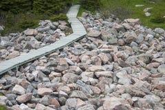 Θαλάσσιος περίπατος στους βράχους Στοκ φωτογραφία με δικαίωμα ελεύθερης χρήσης