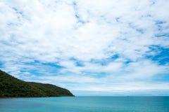 Θαλάσσιου νερού ουρανού του Ισραήλ φύσης ομορφιάς αλατισμένο τοπίων φυσικό ταξιδιού υπαίθριο ακτών οριζόντων καλοκαίρι ακτών άποψ Στοκ Εικόνα