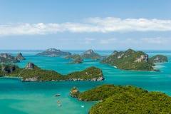Θαλάσσιο πάρκο: Βάρκα τουριστών στο θαλάσσιο εθνικό πάρκο Viewp AngThong Στοκ Εικόνα